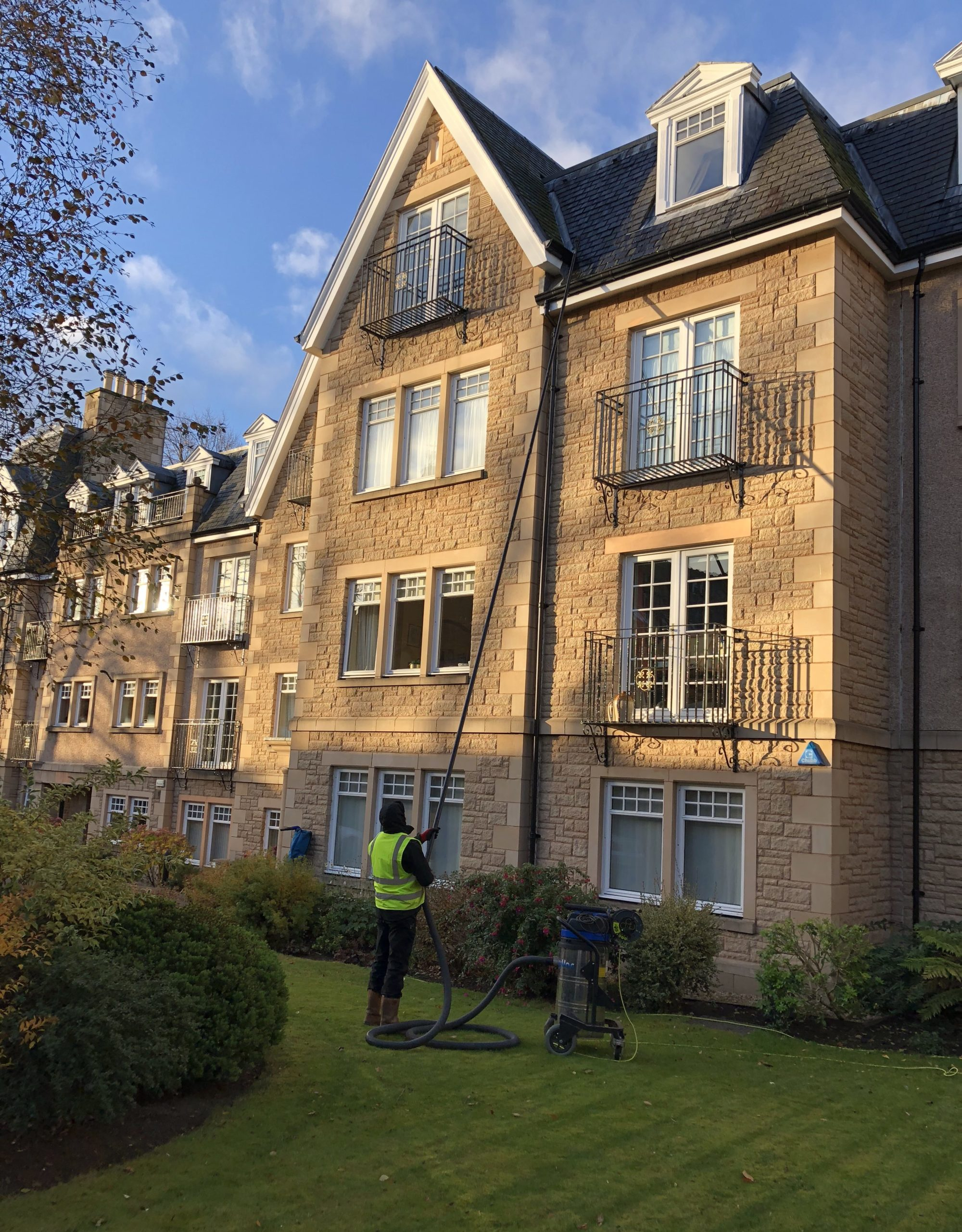 gutter cleaning edinburgh looking for clean gutters and. Black Bedroom Furniture Sets. Home Design Ideas
